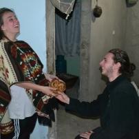 Etienne et Eve pratique la coutume pour nous mettre dans l'ambiance.